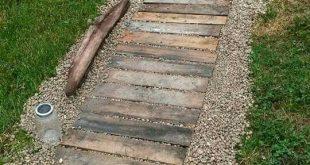 Wenn Sie gerade einen Gartenweg anlegen oder renovieren möchten, lassen Sie sich hier inspirieren. Legen Sie einen Garten